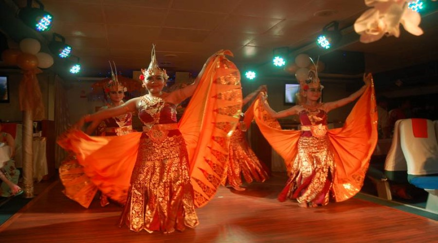 Paket PROMO Bounty Dinner Cruise, Menikmati Dinner Spesial Di Atas Bounty Cruise
