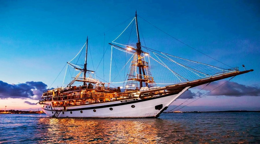 Menikmati Paket PROMO Pirate Sunset Dinner Cruise di Atas Kapal Pesiar Bersama Sea Safari Cruises